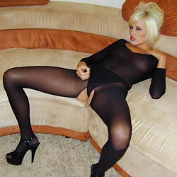 Vision in a catsuit. Jodie Starr strips out her catsuit and encourages you to masturbate so you can both cumshot together