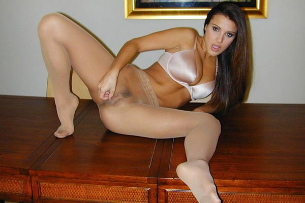 Afternoon masturbate delight. Libidinous Andie purrs her masturbate commands just for you