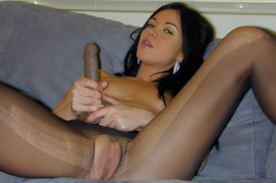 Alyssa reece spreads it. Alyssa Reece spreads her legs wide open easily and presses her kitty heavy against her pantyhose. She must be getting lustful because the nylon is wet